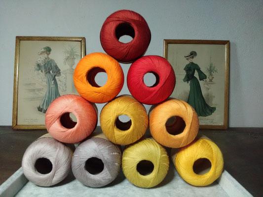 Palette des cotons jaunes et oranges qui entreront dans mes créations de bijoux au crochet avec perles, des bijoux textiles hypoallergéniques