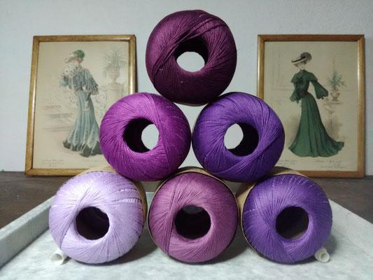 Palette des cotons violets qui entreront dans mes créations de bijoux au crochet avec perles, des bijoux textiles hypoallergéniques