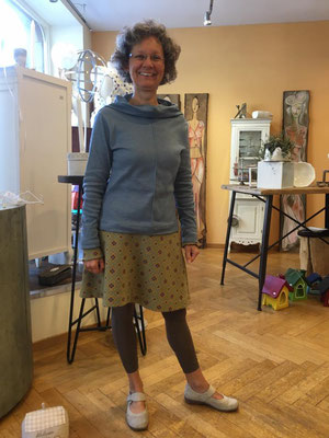 """Sie ist eine """"Jupe-Liebhaberin"""". Dieser wollene, ausgestellte Jupe ist warm und schnell hergestellt."""