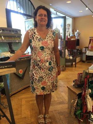 Jerseykleid, sieht aus wie ein Wickelkleid ist aber keines.