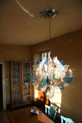Kronleuchter von Iris Henkenhaf-Stark in der Küche des Werkhauses