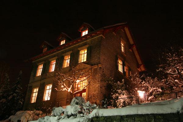Werkhaus Henkenhaf-Stark in Ispringen bei Nacht