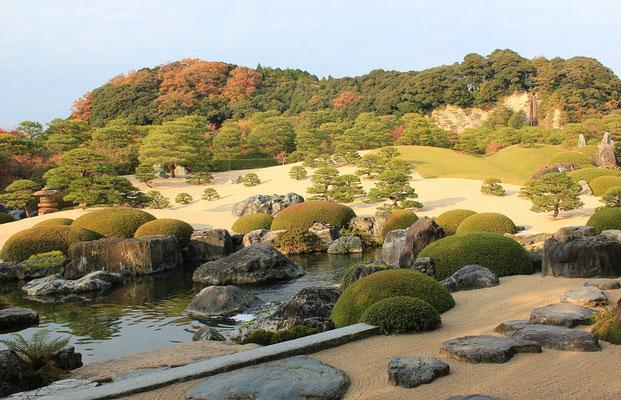 白砂青松庭と鶴亀の滝