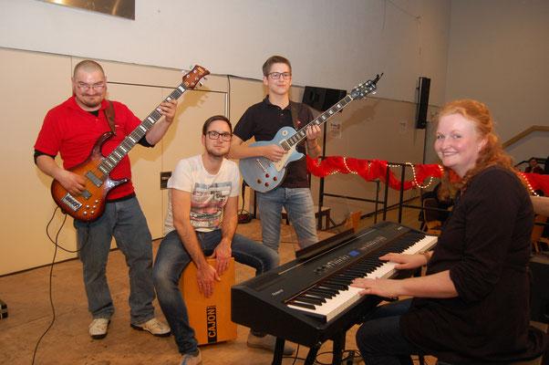 Die Chorios Band unter der Leitung von Christina Krapp spielte zur Sing Session mit allen Gästen