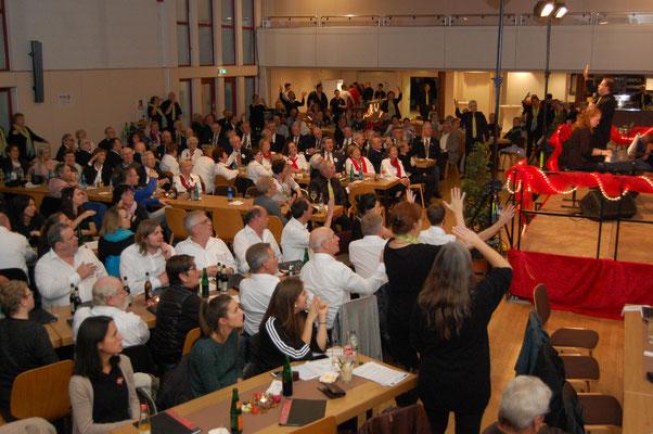 Singen macht Spaß als Canon mit allen Gästen angeleitet von Christina Krapp und Ralph Scheiner