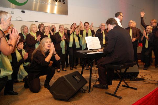 """Der Gemischte Chor der Sängervereinigung unter der Leitung von Ralph Scheiner präsentierte """"Am Ende vom Tag"""" aus """"Raiffeisen – das Musical"""""""