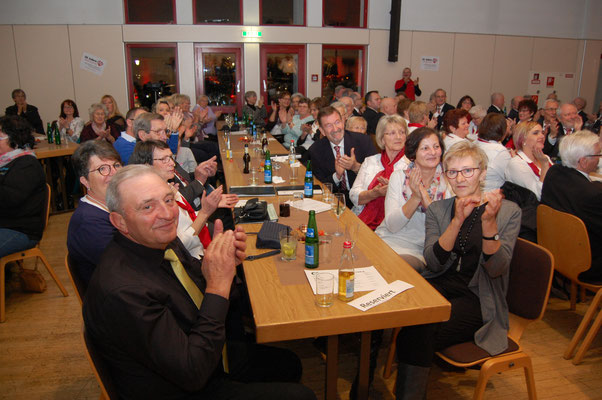 Die Chöre wurden mit viel Applaus vom Publikum belohnt