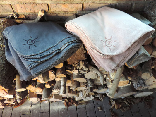 Flauschy - Preiswerte Gastronomie Fleece Decke in verschiedenen Farben