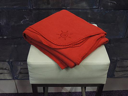 Preiswerte Gastronomie Fleece Decke rot für Biergarten