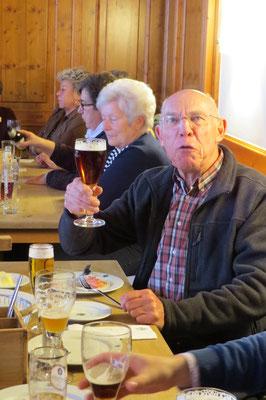 Wolfgang freut sich über ein gutes Bier