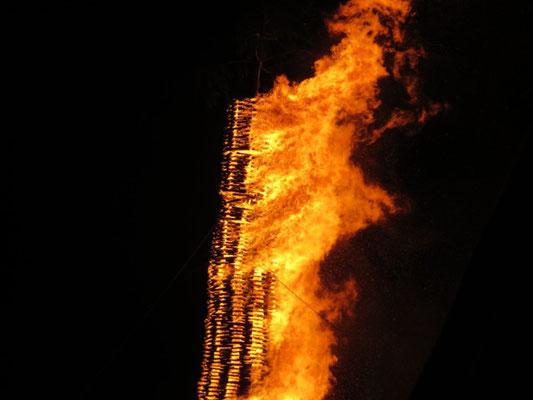 Das Feuer ist bis nach oben gekommen