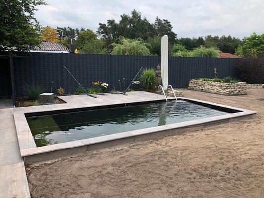 Pooltreppe in Schwimmteich einbauen