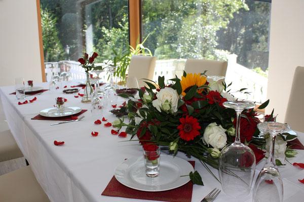 Blumenarrangement für Familienfeier
