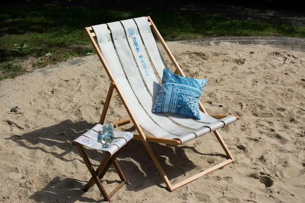 DIEVERS Liegstuhl und Hocker aus witterungsbeständigem Holz mit Sitzfläche aus Feuerwehrschlauch BY ALEXANDER LIPPERT