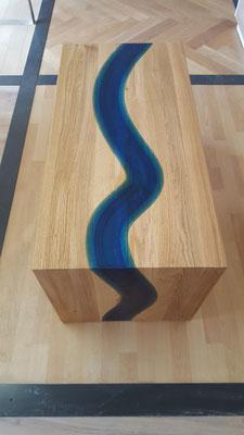 Tisch im Flussdesign