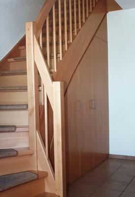 Stauraum unter Treppe