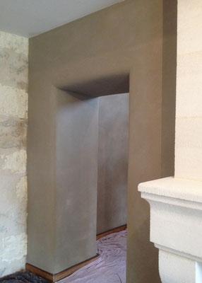 Mur de refend en pierre, enduit terre en rénovation