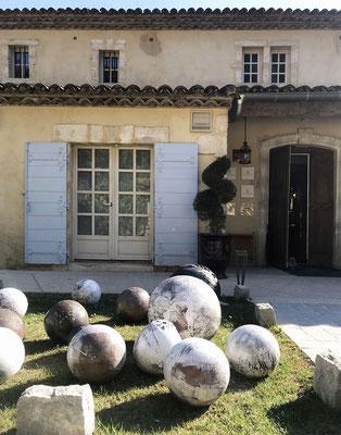 Les sculptures de Philippe Ringlet au Hameau des Baux