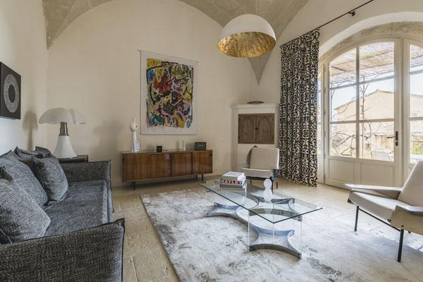 Monolithe vintage : la passion du mid-century design.