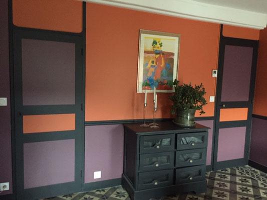 Salon orange et violet.