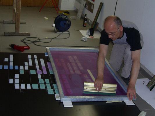 Bei der Arbeit : Herzogskasten Abensberg * Siebdruck auf Stammbaum Tafel.