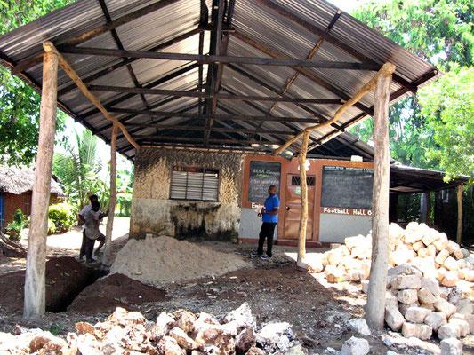 Rohbau unserer eigenen Dorfschule *Moyo Wangu Junior Academy*