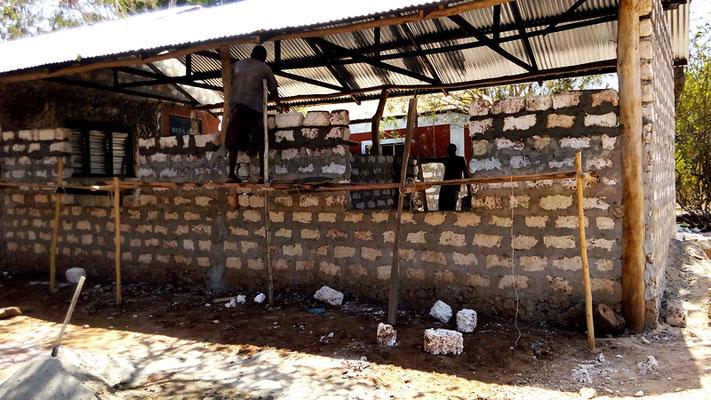 Rohbau unserr eigenen Dorfschule *Moyo Wangu Junior Academy*