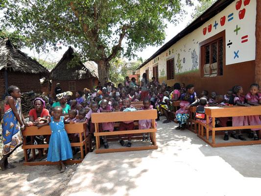 Schuleröffnungsfeier *Moyo Wangu Junior Academy*
