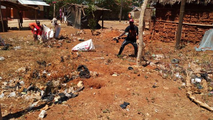 Müllsammel-Aktion in Msumarini/Kenya