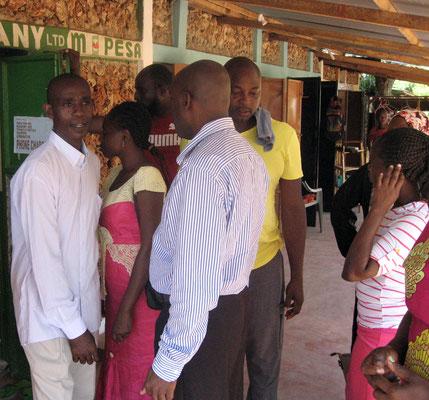 Lehrerbesuch im *Moyo Wangu Environmentcenter*