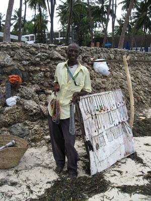 Mr. Andrew mit seinem Verkaufstand am Strand