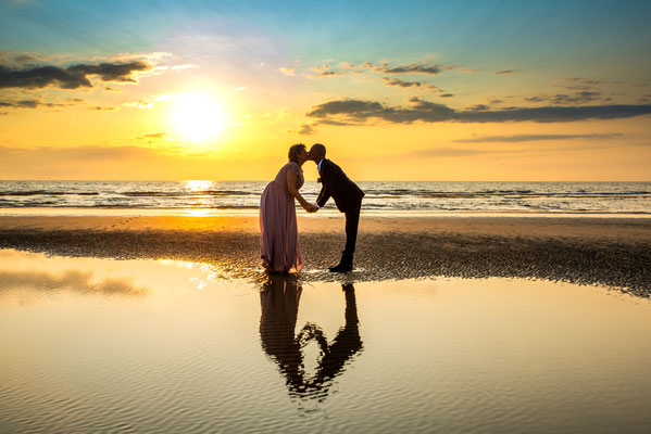 trouwreportage met zonsondergang