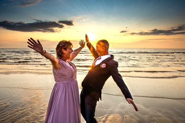 trouwen met zonsondergang