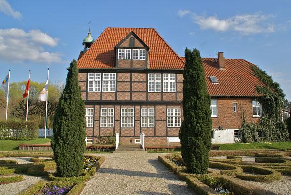 """Das """"Glockenhaus"""" mit dem Deutschen Maler- und Lackierer-Museum (flamenc, Billwarder - Museum west, CC BY-SA 3.0)"""