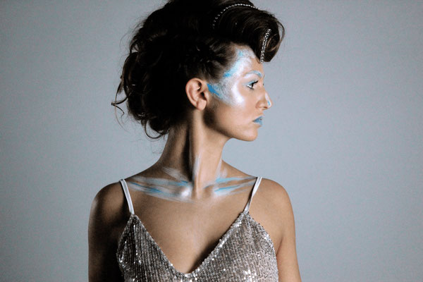 Ice Queen - Model: Chanel Munnik - Photographer: Richelle Akkermans - Hairstylist: Mariska van Zanten