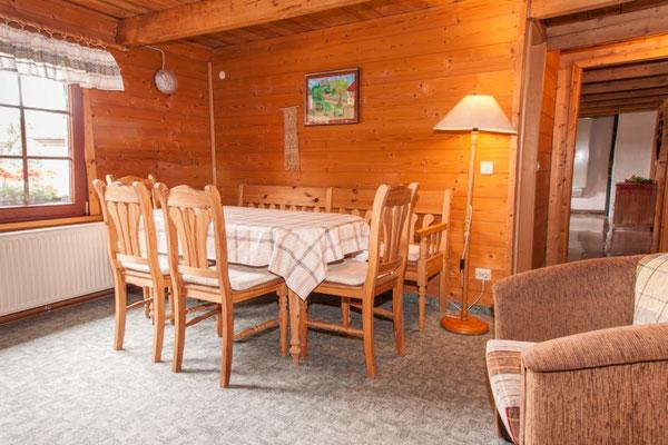 Ferienhof Wacker - Aufenthaltsbereich mit Essecke