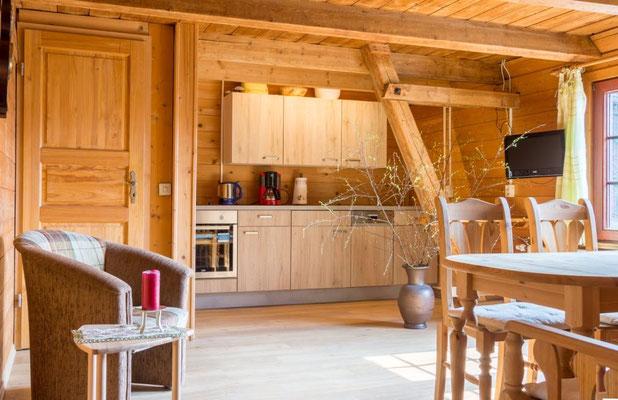 Ferienhof Wacker - Moderne Küche mit Herd und Geschirrspüler