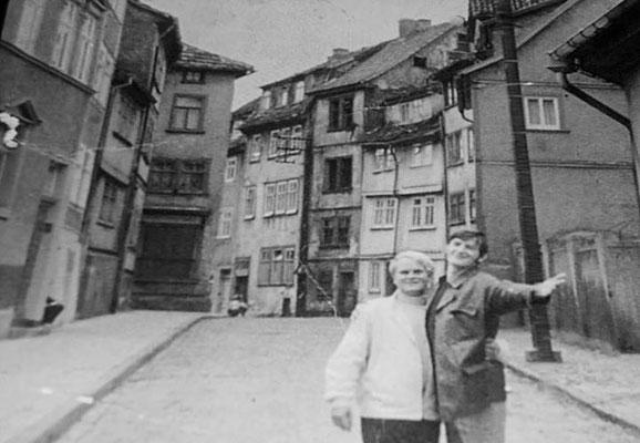 Gotha Verbindung von der Augustinerstr. Zur Heinoldsgasse bzw Berg_1966 - Regina Koch / facebook