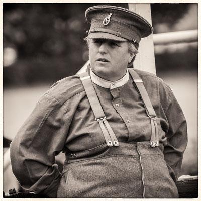 englische Soldatin bei der Kavalleriemeisterschaft auf dem Boxberg bei Gotha