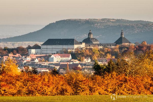 Blick vom Krahnberg auf das herbstliche Schloss Friedenstein in Gotha