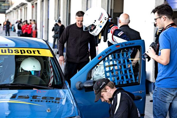 Frühzeitiger Fahrerwechsel wegen Code 60 Phase beim ADAC Dacia Logan Cup Dennis Bröker