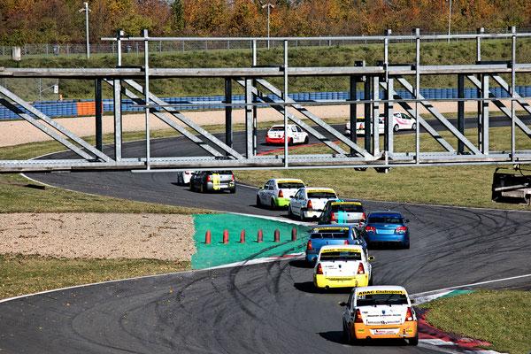 Spannende enge Tourenwagenaction im ADAC Dacia Logan Cup 2017 Dennis Bröker für Pfister Racing #211