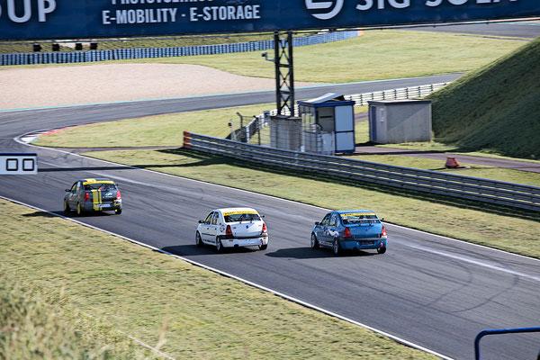 Überholmanöver und am Ende Platz 4 für Dennis Bröker und Lucian Aron für Pfister Racing #211