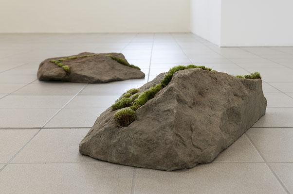 Beate Gärtner | Fragmente | 2014 | Sandstein_ Moos | 2-teilig |  30x46x70cm and 20x50x65cm | Foto@René Sikkes