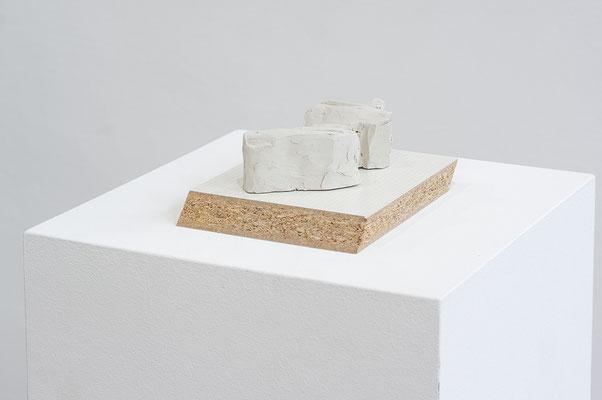 Beate Gärtner | Im Dezember | 2014 | clay, melamine-faced chipboard | 6x12x20cm | Foto@Matthias Weber