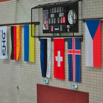 Bannerfahne Deckenhänger mit Logo von Feld Textil GmbH in Krefeld