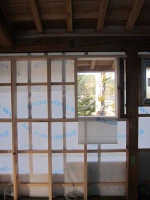 北窓はどこを切り取っても絵になり、小さな窓も思わず時間がとまります。