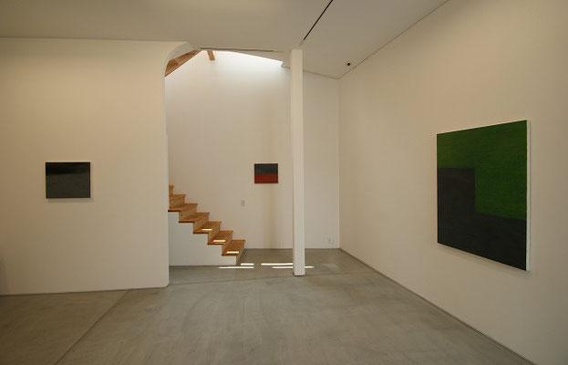 階段を登って、2階展示室へ