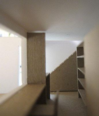 階段の光の状況を確認