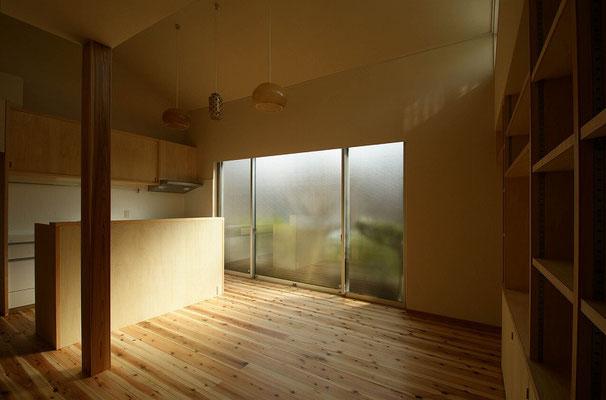 食堂へ。食堂と台所を同室に変更